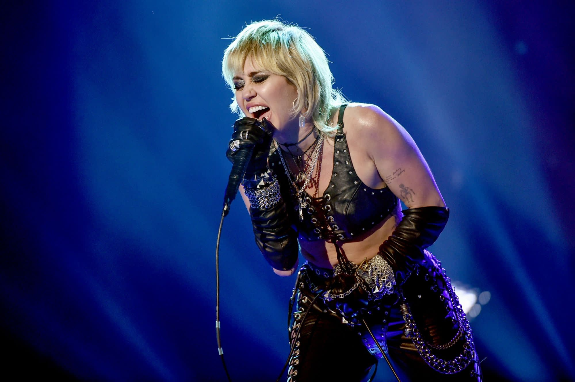 Miley Cyrus says playing Hannah Montana triggered an identity crisis - Yahoo Entertainment